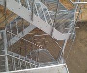 gegalvaniseerde trap met inox leuning